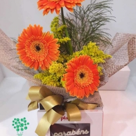 ARRANJO DE GERBERAS COM CHOCOLATES